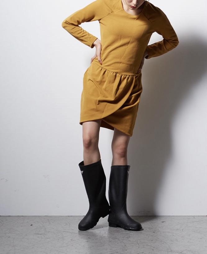 ニーハイ丈の長靴・レインブーツ